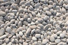 向白色扔石头 免版税库存图片