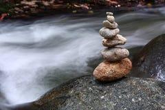向禅宗扔石头 免版税图库摄影