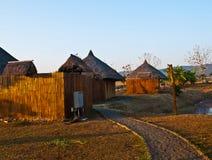 向竹村庄的道路在Nakorn Ratchasima,泰国 免版税库存图片