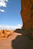 向精美曲拱,曲拱国家公园的道路,犹他 图库摄影