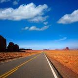向纪念碑谷的亚利桑那美国163风景路 库存图片