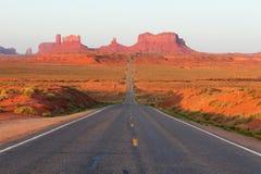 向纪念碑谷的路 免版税库存照片