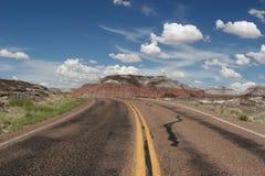 向被绘的沙漠的路 免版税图库摄影