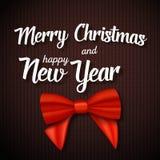向量圣诞快乐贺卡 与圣诞快乐和新年快乐纸字法的现实红色丝带 皇族释放例证