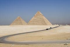 向金字塔的路 免版税库存照片