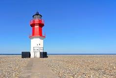 向问题的路径的Ayre灯塔和海滩小卵石 免版税图库摄影