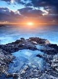向阳光扔石头 免版税库存照片