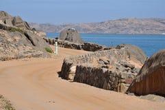 向露营地的路在鲨鱼海岛, Luderitz上 库存图片