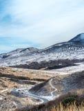 向Aso破火山口的路在冬天 图库摄影