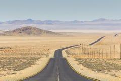 向LÃ ¼ deritz,纳米比亚的风景路B4 免版税库存照片