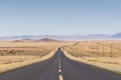 向LÃ ¼ deritz,纳米比亚的风景路B4 库存照片
