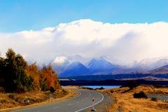向Mt厨师,新西兰的路 图库摄影