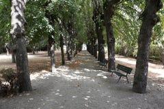 向Picpus历史公墓的人行道,候爵拉斐特埋葬斑点和妻子,巴黎,法国2015年8月5日 免版税库存图片