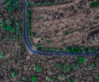 向Tegal Wangi海滩巴厘岛的弯曲道路 免版税图库摄影