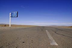 向ulaanbaatar的蒙古路 免版税图库摄影