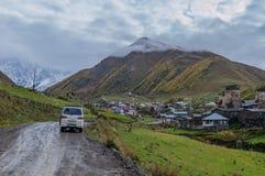 向Ushguli的路 免版税库存图片
