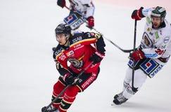 吕勒奥,瑞典- 2015年3月18日 在瑞典曲棍球同盟比赛期间的丹尼尔Zaar (#27吕勒奥曲棍球),在吕勒奥曲棍球之间和为 免版税库存图片