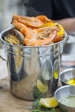 吕宋纸蛤蜊和虾 免版税库存照片