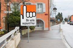 吕特里,小行政区沃州,瑞士2014年9月14日:在街道上的投票的标志 免版税库存图片