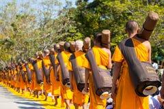 巴吞他尼府,泰国- 2016年1月:从Wat Phra的1,131名修士 库存图片