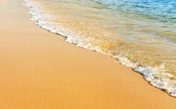 含沙海滩的海洋 库存照片