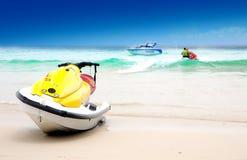 含沙海滩的jetski 免版税图库摄影