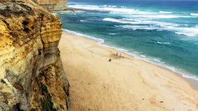 含沙海滩极大的海洋的路 免版税库存图片