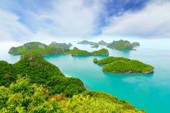含沙海滩的海洋 酸值Samui,泰国 免版税库存照片