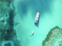 含沙脚趾海岛,巴哈马鸟瞰图靠岸 免版税库存图片