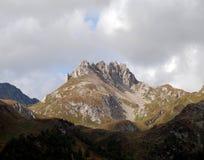 含白云石的峰顶 库存照片
