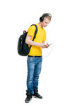 听到音乐的十几岁的男孩隔绝在白色 库存图片