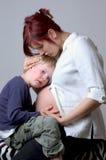 听的婴孩 免版税库存图片
