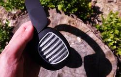 听的蓝牙耳机到音乐 美好的现代设计 r 库存例证
