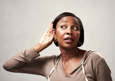 听的非洲妇女 免版税库存图片