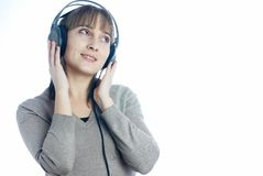 听的音乐妇女 免版税库存照片