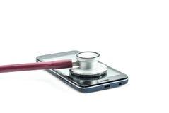 听诊器和巧妙的电话在白色背景 免版税库存照片