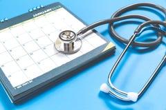听诊器和日历 库存照片