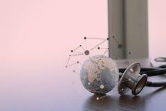 听诊器和纹理地球与数字式片剂 免版税图库摄影