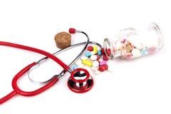 听诊器和药片 图库摄影