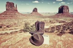 启动、帽子和纪念碑谷 免版税库存图片