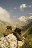 启动健壮的登山人 免版税库存照片