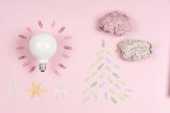 启发概念弄皱了好想法的纸电灯泡隐喻 免版税库存图片