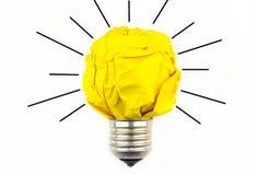启发概念弄皱了纸电灯泡隐喻永远 免版税库存图片