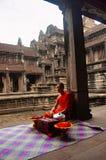 吴哥窟,暹粒,柬埔寨,修士10月2016年,坐在其中一个的水池中在十字形修道院 库存照片