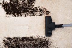 吸尘器清洁地毯 免版税图库摄影