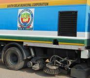 吸尘尘土擦净剂扫除机卡车德里印度South 12月30日2017 Delhi Municipal Corporation 库存图片