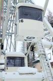吸引力积雪的客舱弗累斯大转轮冬天公园 免版税库存照片