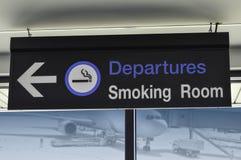 吸烟区的标志 免版税库存图片