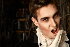 吸血鬼叮咬 免版税库存图片