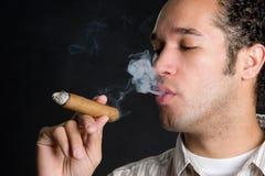 吸雪茄的烟民 免版税库存图片